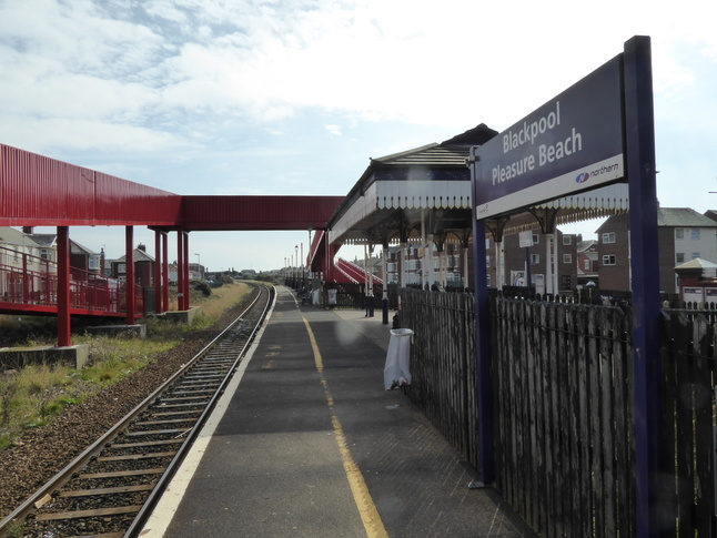 how to get to blackpool pleasure beach by train